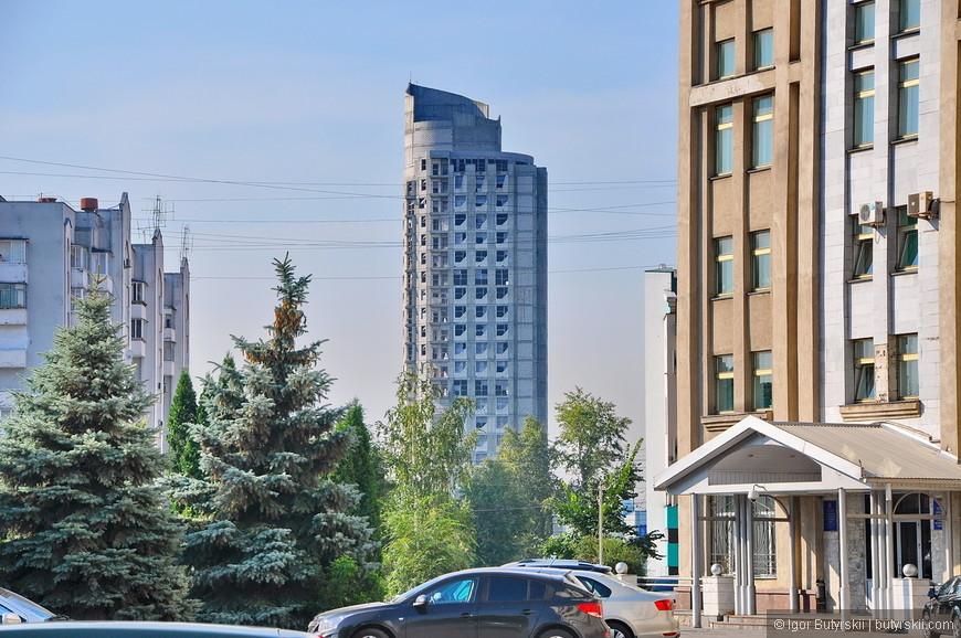 17. Пугающий высотный долгострой, чем то напомнило башню Свердловск в Екатеринбурге.