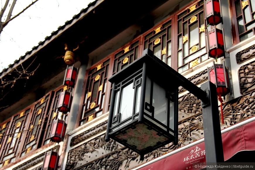 здания восстановлены в стиле империи Цин