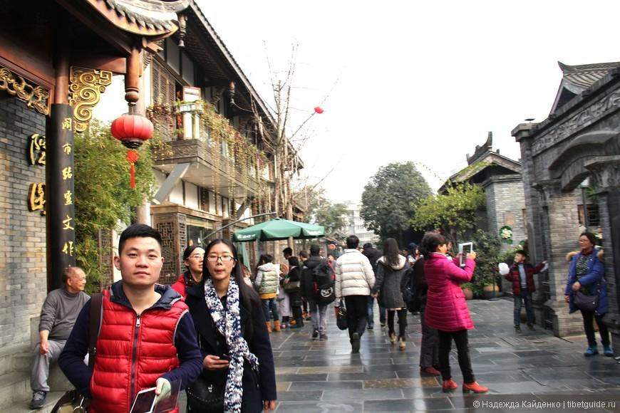 Переулки Куаньчжай считаются третьим по значимости исторически-культурным туристическим объектом в Чэнду