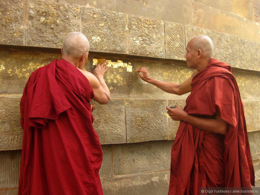 Сарнатх - место паломничества буддистов со всего мира...