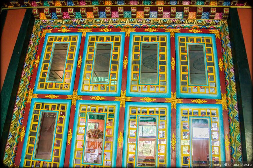 такого окна не имеет ни один замок непальских королей