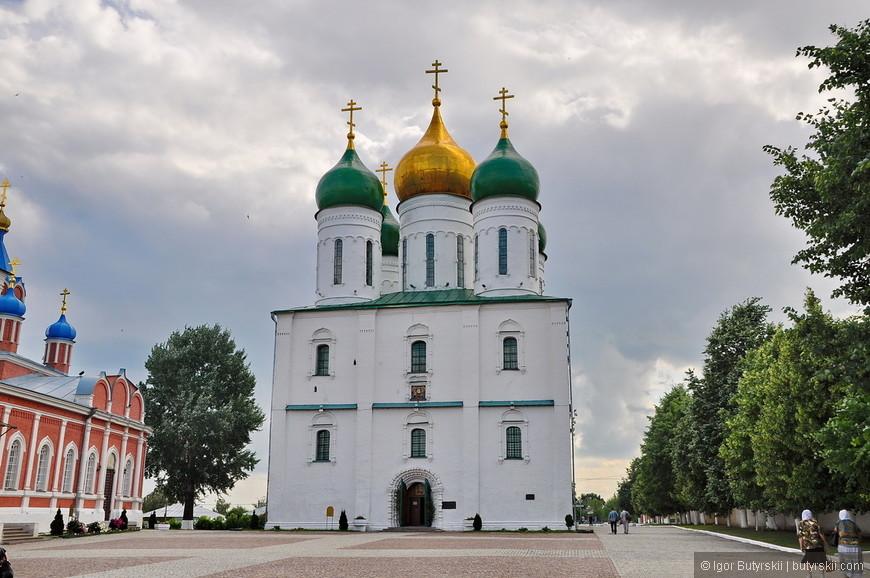 13. Успенский Кафедральный собор.