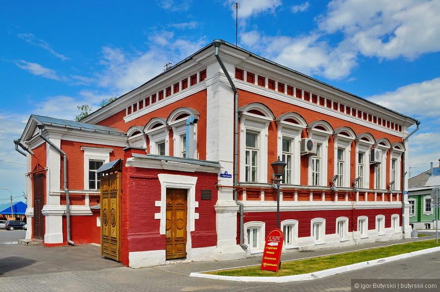 23. В кремле встречаются несколько кафе, и множество сувенирных лавок.