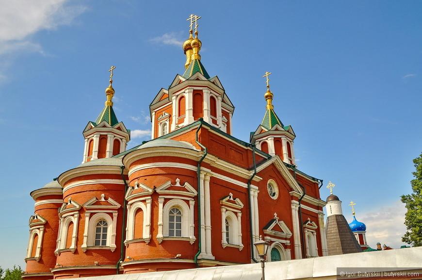 27. Успенский Брусенский женский монастырь — один из двух монастырей на территории Коломенского Кремля. Монастырь основан в 1552 году. Изначально монастырь был мужским. В Смутное время он сильно пострадал и был восстановлен как женский.