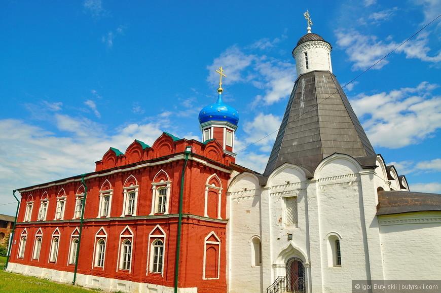 30. Церквей на территории кремля очень много и все они выделяются и разнятся.