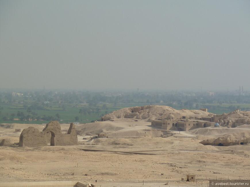 В период раннего христианства храм Хатшепсут был превращен в коптскую церковь, а позже пришел в упадок, и превратился в руины.