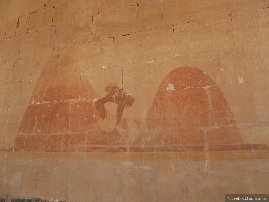 На стенах храма Хатшепсут были выбиты сцены жизни из быта Верхнего и Нижнего Египта, что подчеркивало важность идеи единства страны.
