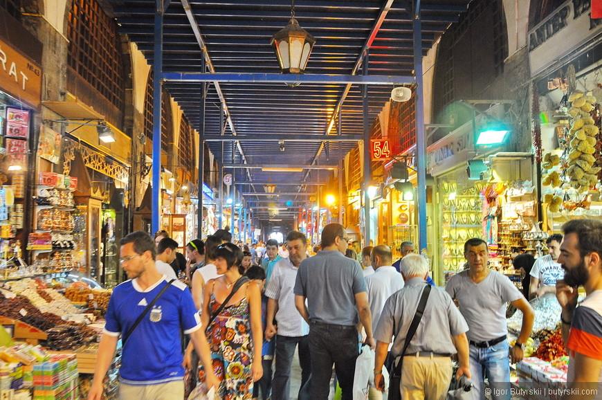 19. Конечно же, одними из основных достопримечательностей Стамбула можно считать рынки: Египетский, Гранд Базар, Араста Базар и множество других.