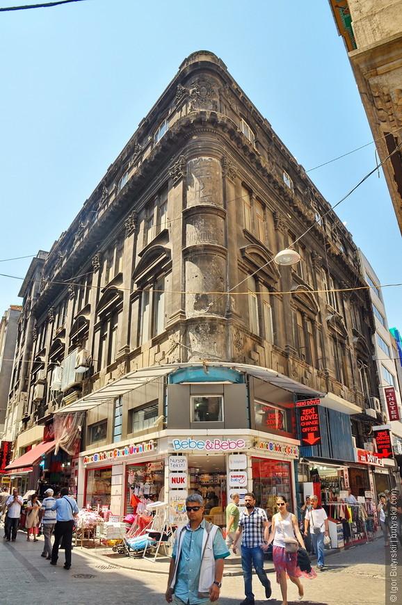 23. Великолепные здания, архитектура города приятно удивляет.