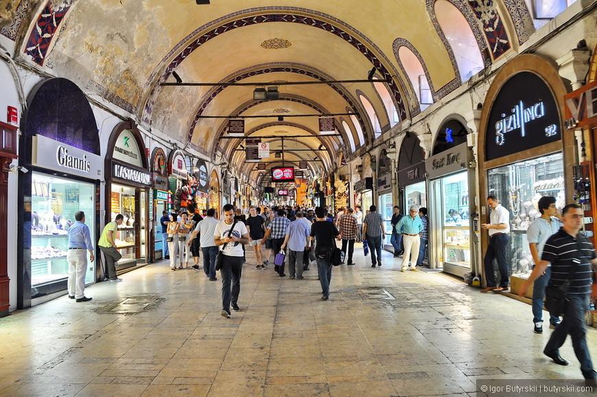 28. На рынках надо обязательно торговаться, в этом, наверное, и заключается основной замысел рынков Стамбула.
