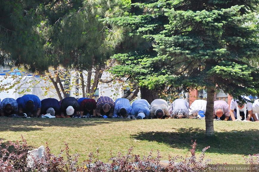 31. Если будете бронировать отель в центре возле Голубой Мечети, то будьте готовы слушать молитвы несколько раз в день, слышно их очень хорошо.