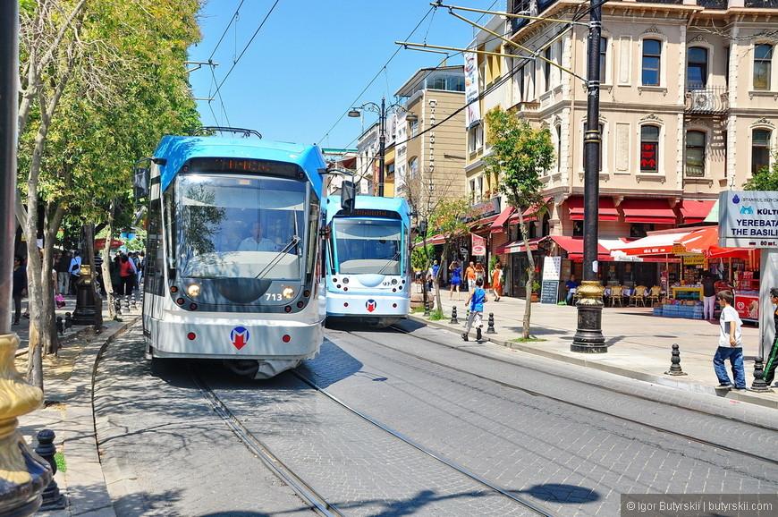 32. Стамбульский трамвай великолепен, вход организован по принципу метро, отдельные турникеты для прохода на остановку, стоимость проезда 50-70 рублей.