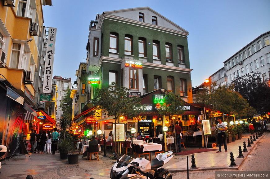 39. Вечерние прогулки по Стамбулу обязательно будут связаны с питанием, как тут готовят мясо, это просто фантастика.