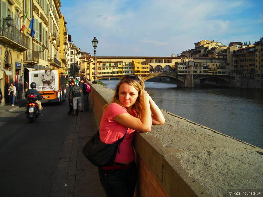 На фоне моста Понте Веккьо, г.Флоренция