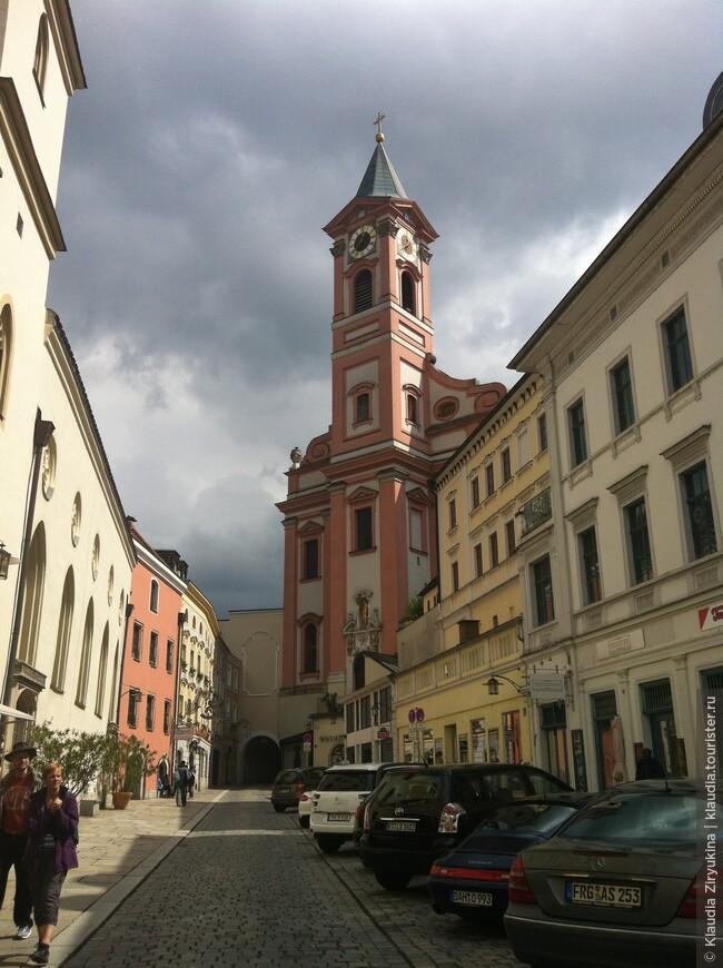 Приходская церковь и арка Св. Павла.