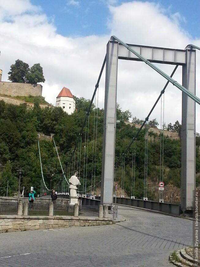 Подвесной мост у подножия крепости Оберхаус.