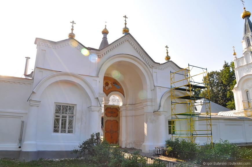 08. Монастырь был закрыт после Революции. Долгое время был заброшен. Восстановлен в 1996 году.