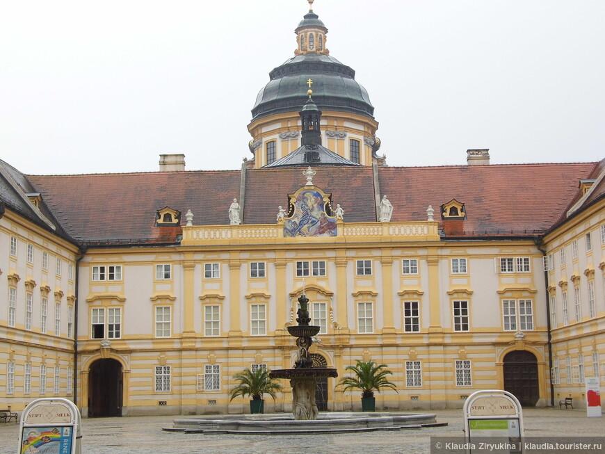 Фонтан привезен из Вальдхаузена в 19 веке.