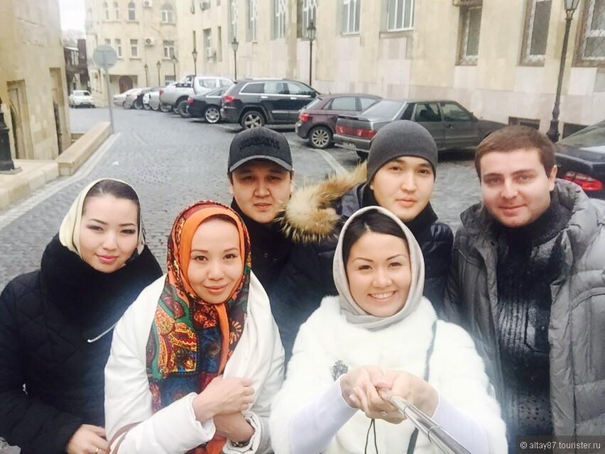 С туристами( из сайта туристер.ру) на экскурсии по Старому городу.