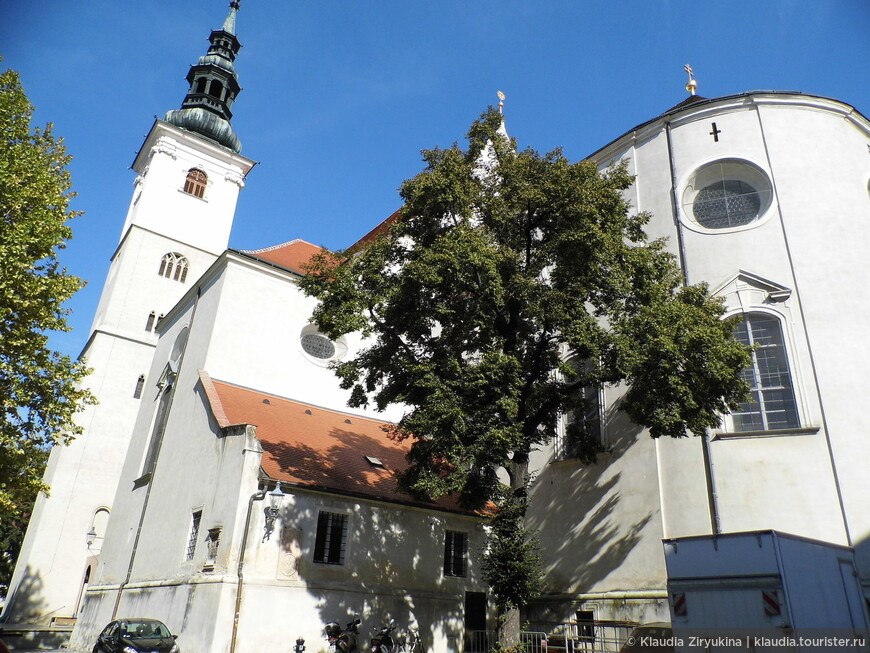 Приходская церковь Св. Витта на Пфарплатц, 10-17 века.