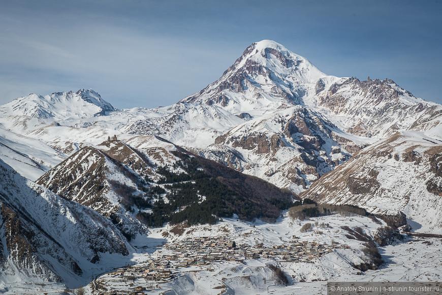 Гора Казбек - главный символ кавказских гор и Военно-Грузинской дороги.