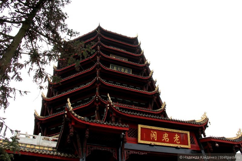 Лаоцзюньгэ - главный храм на вершине горы Цинчэншань