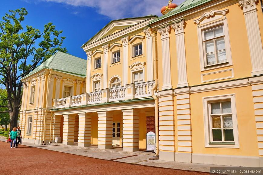 23. Вход на территорию дворца платный, также отдельно придется заплатить за вход во внутрь дворца, при желании.
