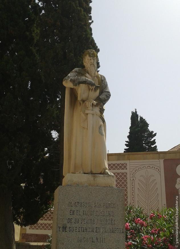 Один из многочисленных памятников Таррагоны.