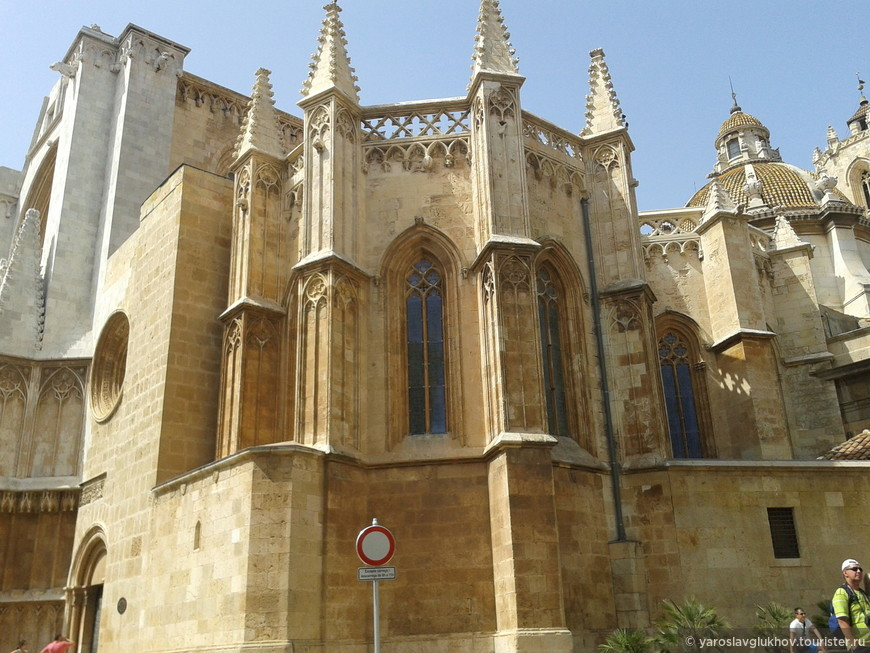 Кафедральный собор с восточной стороны.
