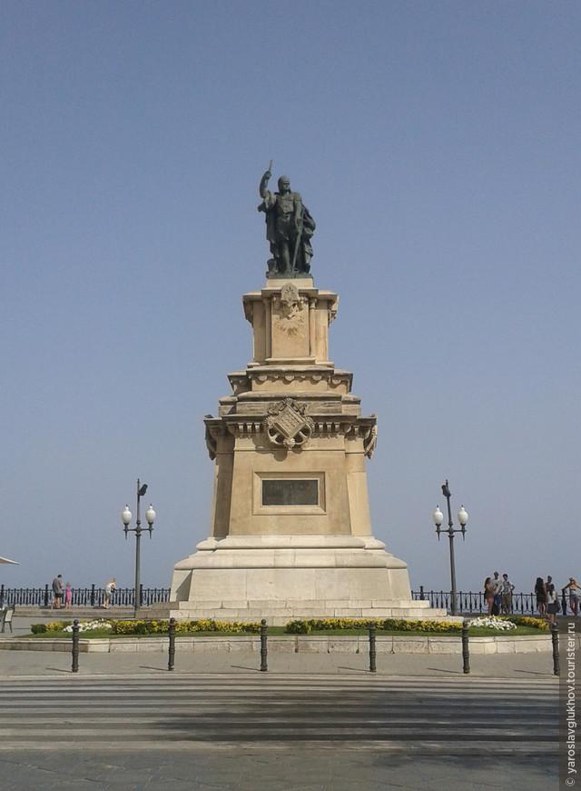 Памятник Руджеро ди Лауриа - арагонскому адмиралу, принявшему важное участие в событиях Сицилийской вечерни, крестового похода против Педро III и борьбы за Сицилию между братьями Альфонсом Арагонским и Хайме Сицилийским. Установлен на улице Рамбла-Нова.