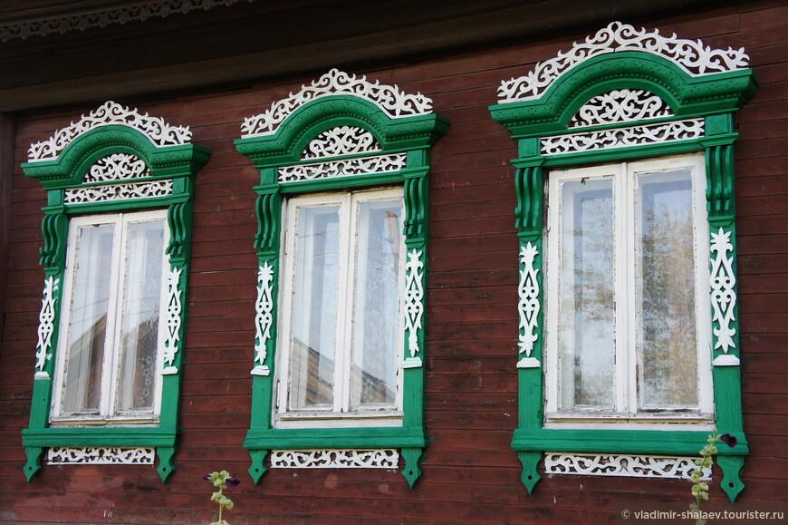 Разнообразие наличников в Ипатьевской слободе поражает.