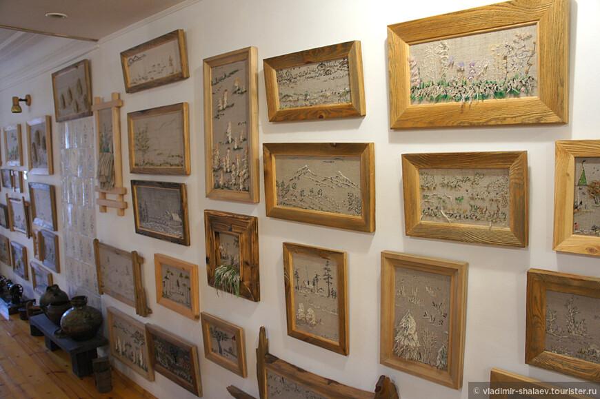 В музее представлено множество её картин.