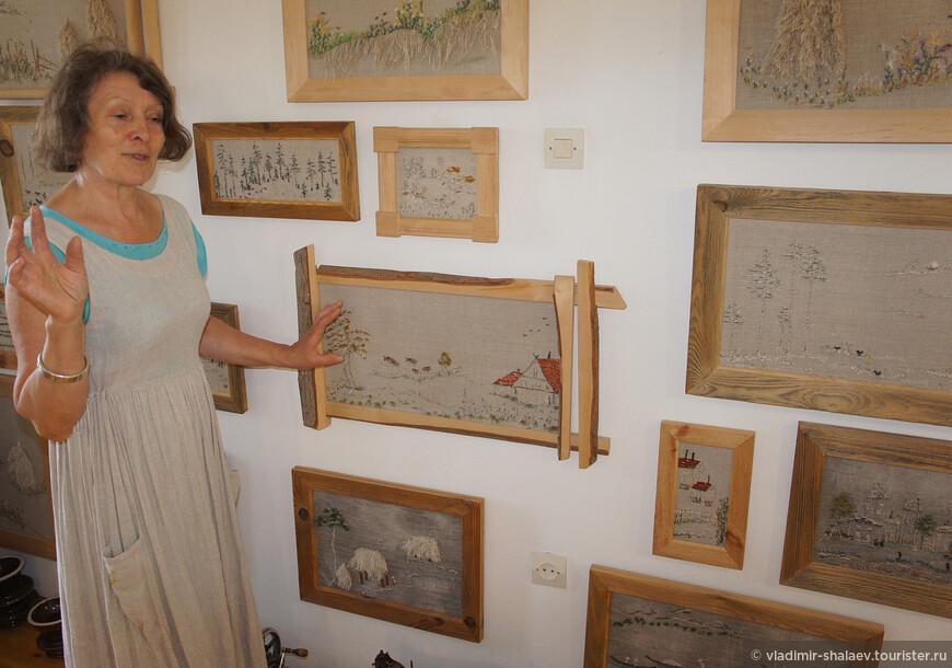 А вообще Ольга (на снимке) по жизни художник-модельер и портной, занимается авторской разработкой и изготовлением одежды. Ещё она делает картины в очень оригинальной технике вышивки, которые обрамляет в очень оригинальные рамки из дерева.