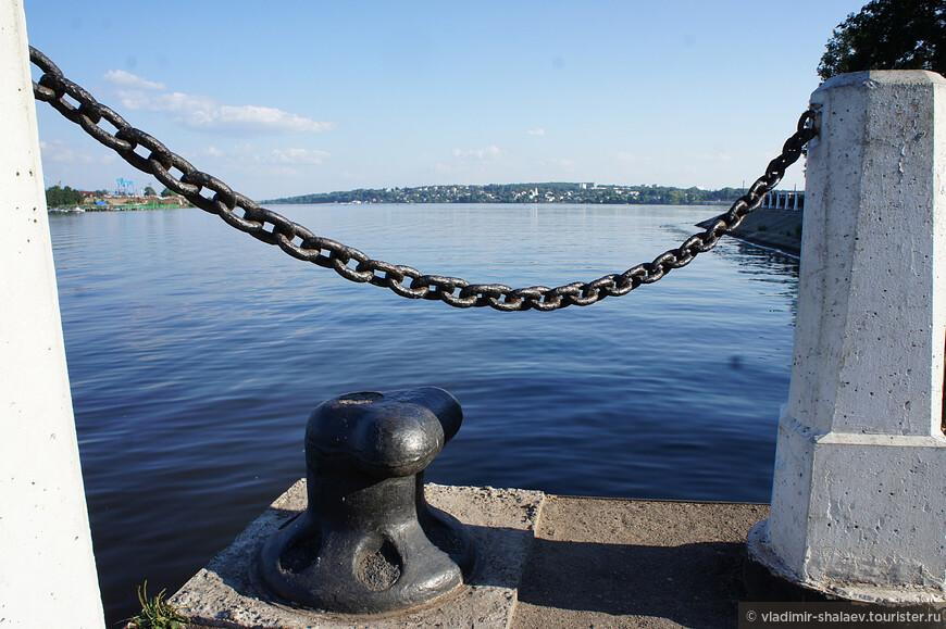 Прогулка по Ипатьевской слободе подошла к концу. В город можно вернуться автотранспортом по мосту или по реке от этой пристани.