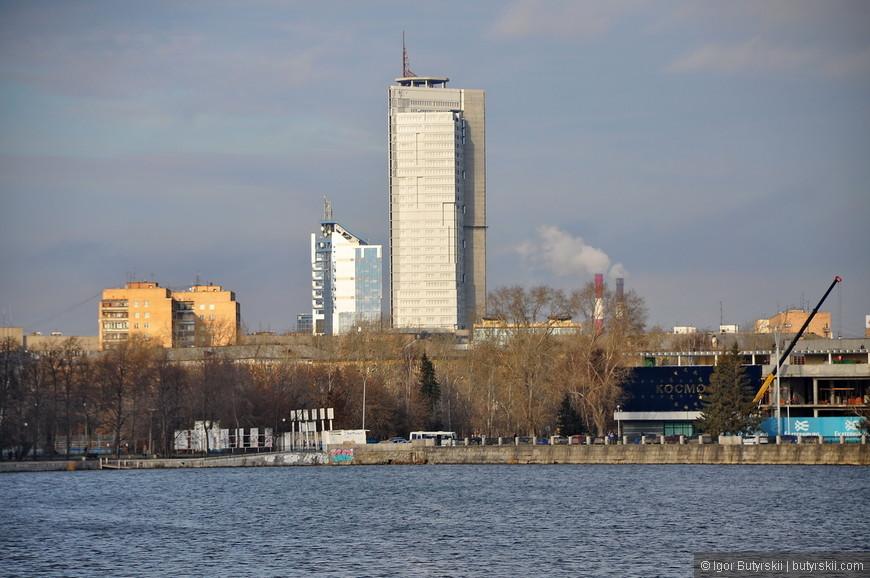 12. Здание возле вокзала «Свердловск», ранее называлось «Призма», в городе где есть столько небоскребов должен быть хотя бы один заброшенный.