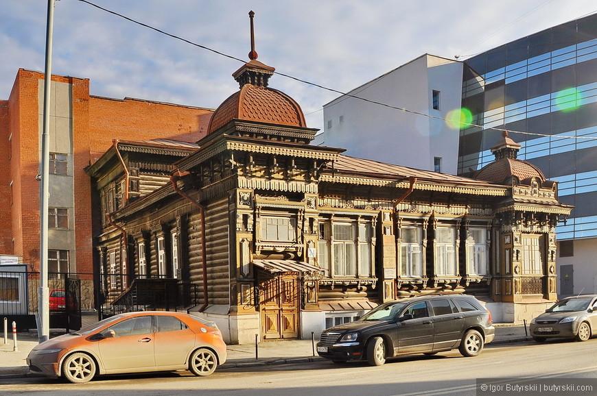 27. Пример ужасного соседства строений, кирпичное здание просто «давит» на деревянное.