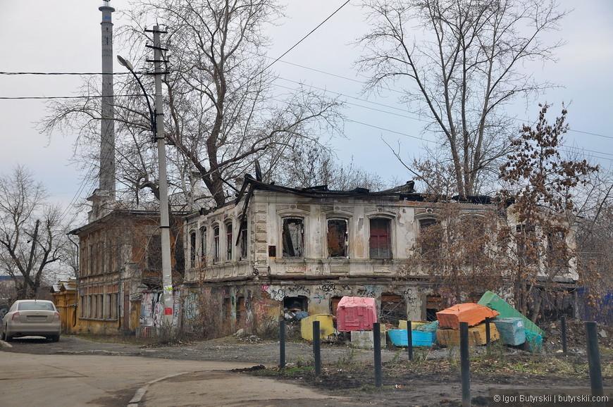 38. Местные творческие группы пытаются привлечь внимание к заброшенным и разрушающимся зданиям, интересно, что будет с этими домами?