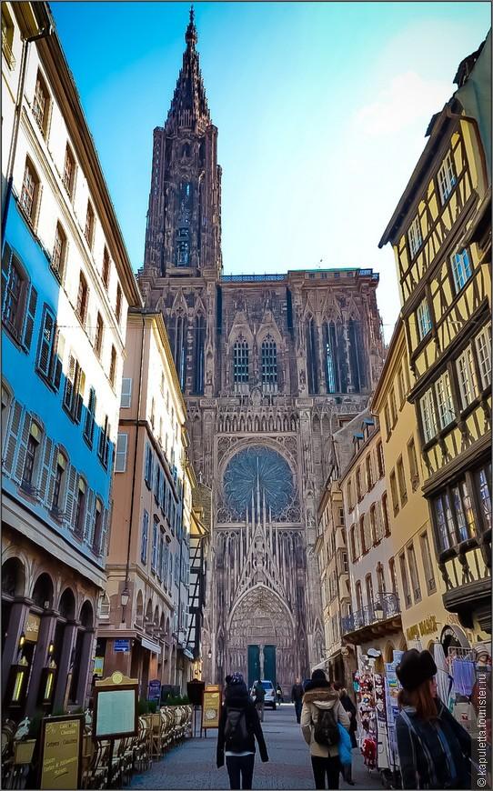"""Естественно, мы направились к  """"Лицу"""" города - Кафедральному Собору - Нотр -Дам -Де- Страсбург.Это величественное готическое здание было построено в 7 веке и долгое время оставалось самым высоким зданием Европы."""