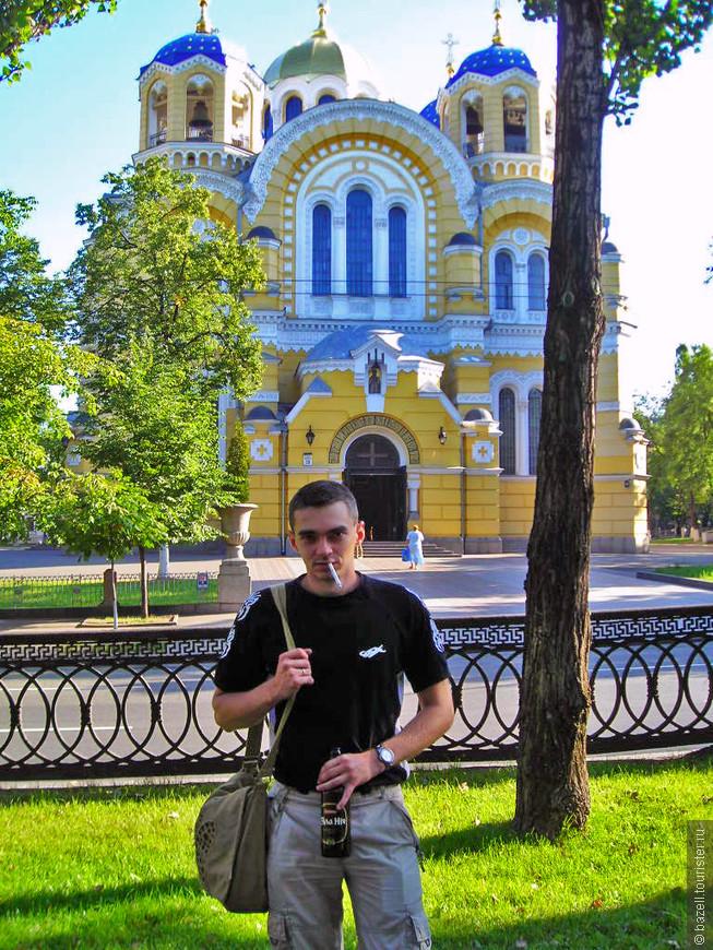 Татаро-монгольские набеги принесли много неприятностей украинской земле, во время них Киев был практически уничтожен месте со всем населением. Практически три столетия, с 1362 по 1653 года Киев поочередно принадлежал Литве и Польше. И лишь в 1654 года Киев вошел в состав России.