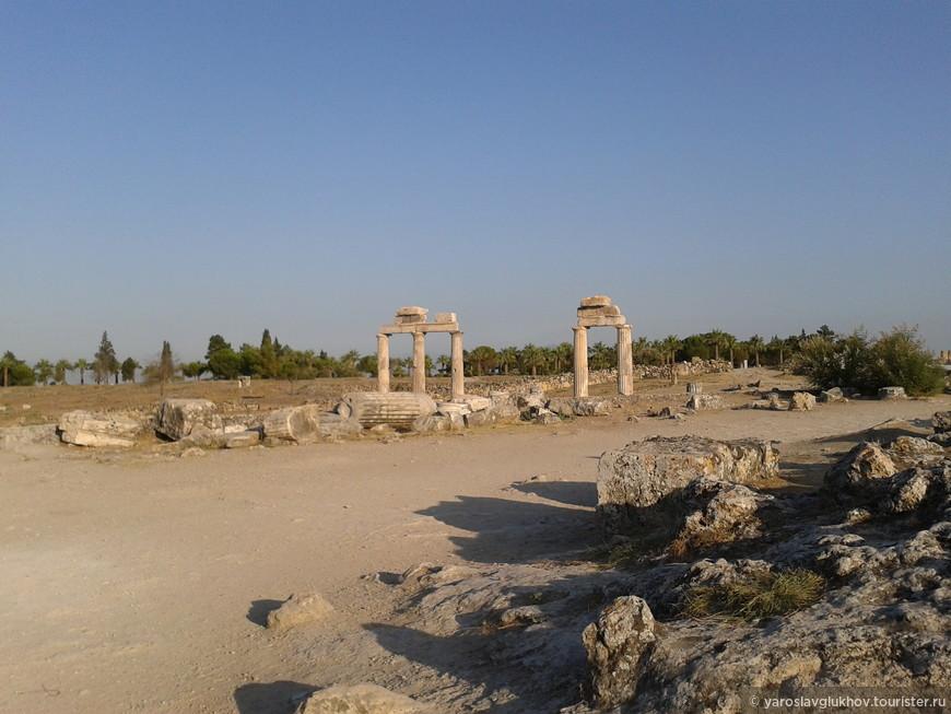 Руины древнегреческих строений.
