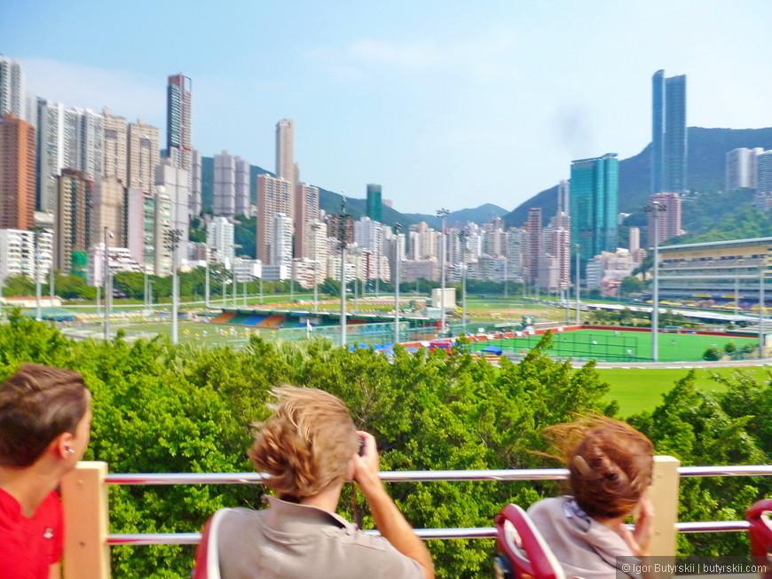 01. По пути в Стенли можно посмотреть на ипподром Гонконга – крупнейший налогоплательщик в городе.