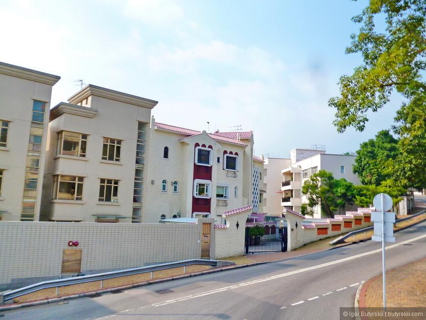 30. Одни из самых дорогих жилых комплексов в городе