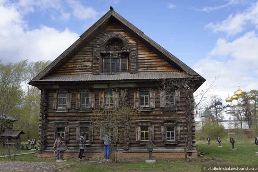 Дом крестьянина-лесопромышленника Липатова - самый крупный дом на территории заповедника.