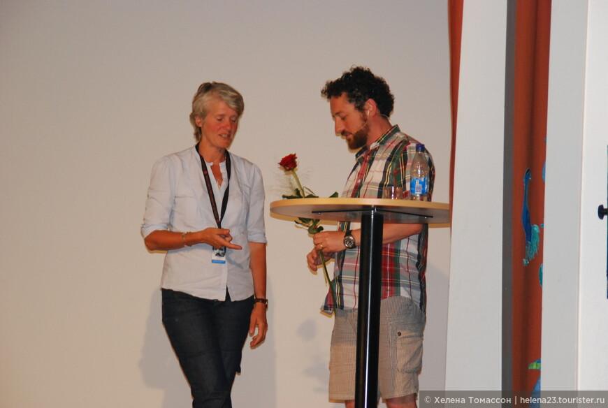 """Выступление молодого датского оператора, работавшего над фильмом Ларса вон Триера """"Антихрист"""".  Лекции и презентации проходят на шведском языке, но иногда на английском."""
