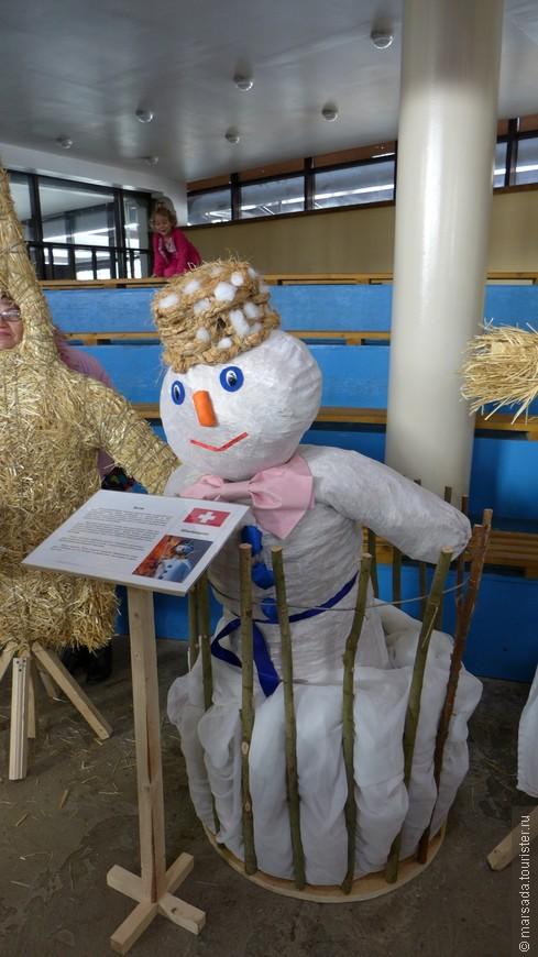Бодж (Швейцария). В этот апрельский день проводится традиционный парад гильдий и торжественное сжигание снеговика - символа зимы. Каждый год Цюрих празднует традиционный весенний праздник: Sechseläuten - парад гильдий, что является по сути проводами зимы и приветствием весны, в связи с чем все украшается невероятным количеством цветов. Торжество начинаются уже в воскресенье с красочного шествия наряженных детей. В понедельник проходит основное шествие под торжественную музыку: переодетые в исторические костюмы различных профессий гости и жители города, 500 лошадей, 30 музыкальных корпусов, а также 50 машин и карет двигаются по центру города к площади Sechseläuten на Цюрихском озере. Каждая отдельная колонна шетсвующих представляет собой гильдию, соответствующую той или иной профессии, обычно участвуют представители древнейших фамилий. Так, например, пекари, проходя мимо зрителей, раздают булочки, виноделы угощают вином, другие дарят конфеты и цветы. В 18.00 часов на площади Sechseläuten торжественно сжигается чучело снеговика «Böögg», символизирующее зиму. Поверье гласит, что чем быстрее загорится голова, тем скорее придет теплое лето.
