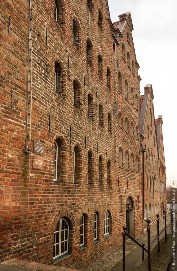 Построили Соляные склады в 1579 году . Изначально здесь хранили соль из Люнебурга, чьи купцы продавали ее по всей Северной Европе.