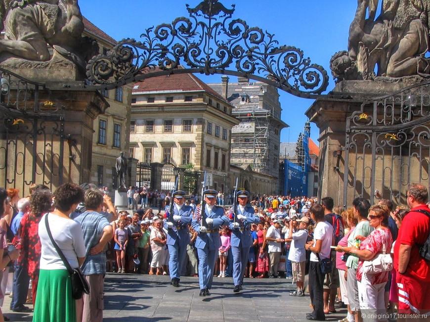 Такой толпы туристов, как в Праге, я, пожалуй, больше нигде не видела!
