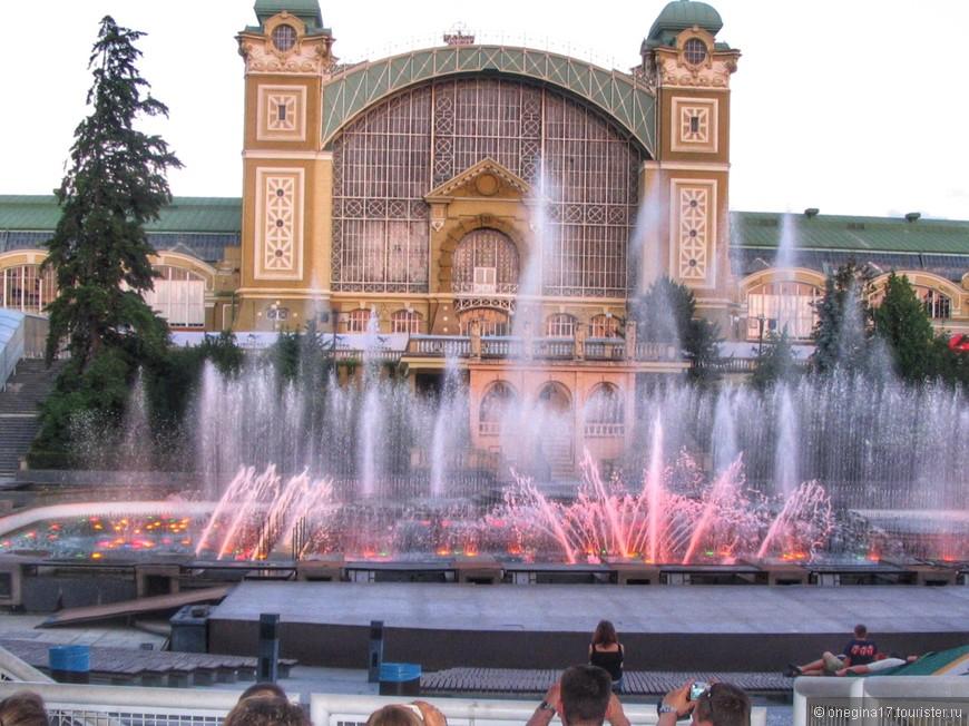 Шоу фонтанов. В Праге мне понравилось больше, чем в Барселоне, да так и осталось шоу фонтанов номер один. Наверное, потому что Прага была самым настоящим отпуском, когда можно было расслабиться и получать удовольствие, ни о чем не думая и никуда не торопясь.