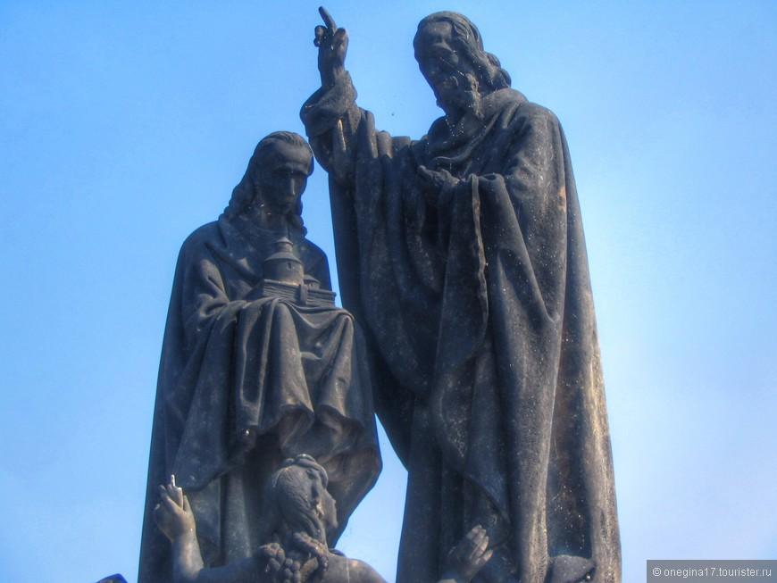 На Карловом мосту всего 30 скульптур и почти каждая исполняет желание. Верить или нет - дело ваше. Я - верю...