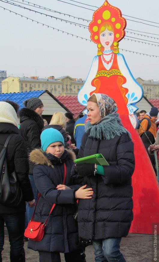 Специально выискивала девушек ..женщин с национальным ,головным,русским убором.  Красота!!!